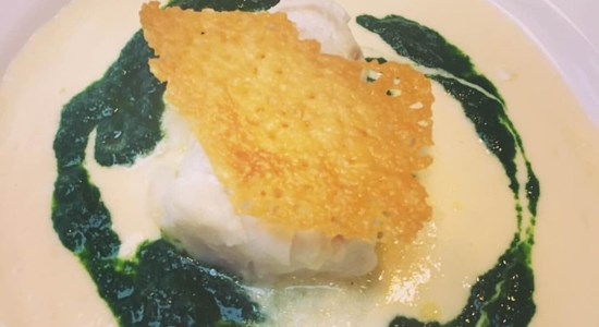 Cod on Isle of Mull cheese sauce with spinach puree and cheese crisp